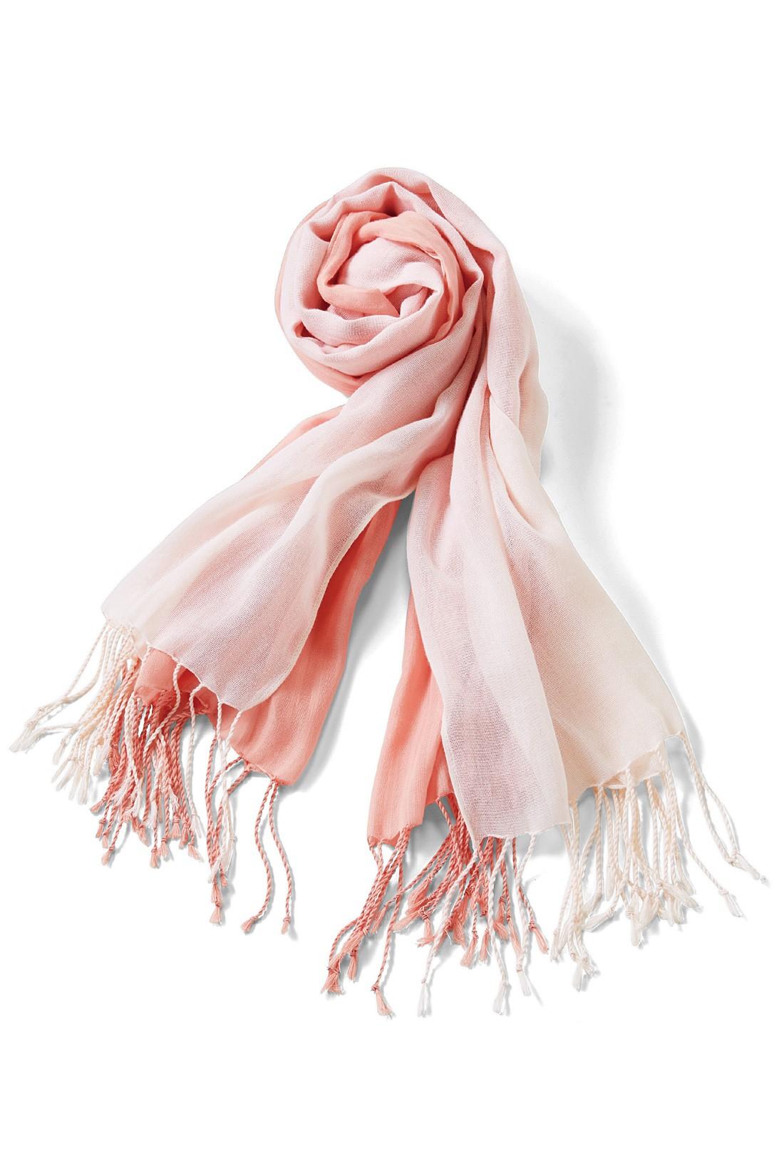 春らしい着映え感を添える〈ピンク〉