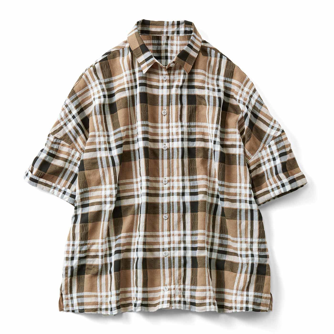 リブ イン コンフォート ゆったりボックスシルエットの楊柳(ようりゅう)チェックシャツ〈ブラウン〉