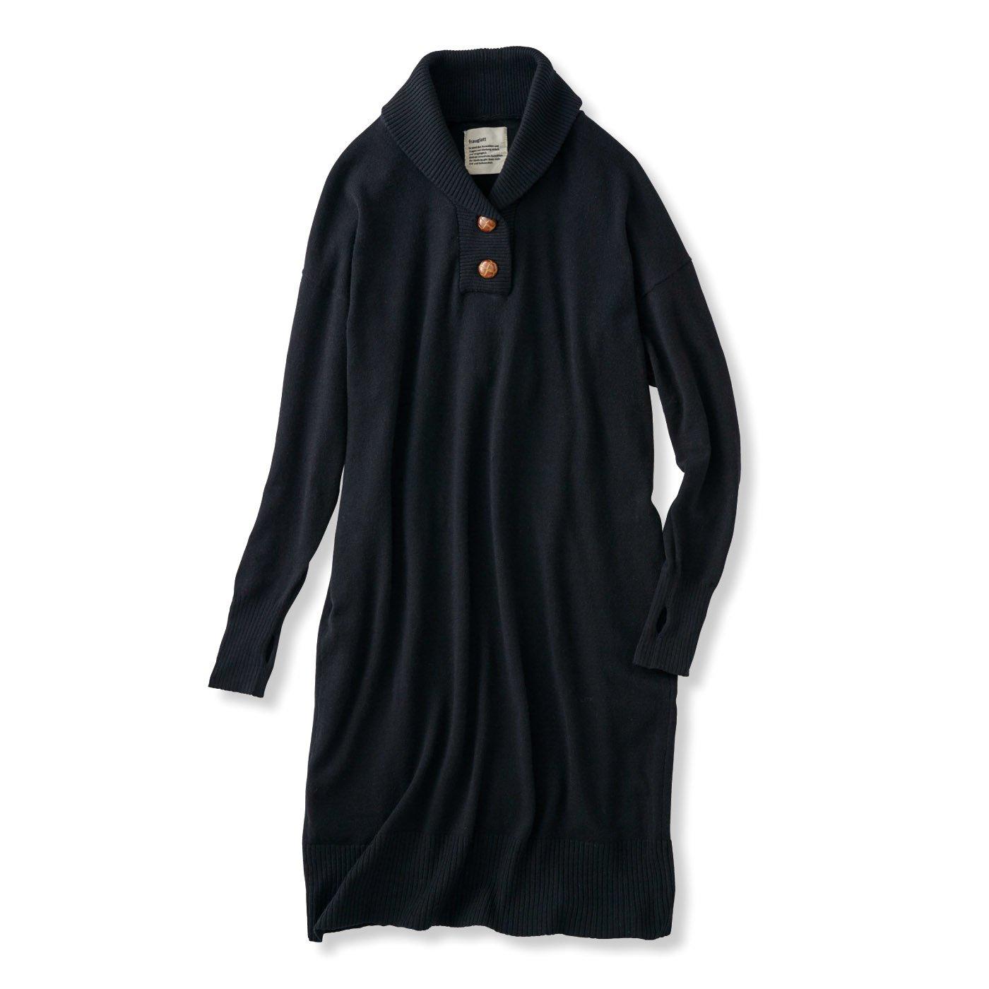 フラウグラット 衿まわりあったか 革くるみ風ボタンのふわっともっちりニットワンピース(帯電防止)〈ブラック〉