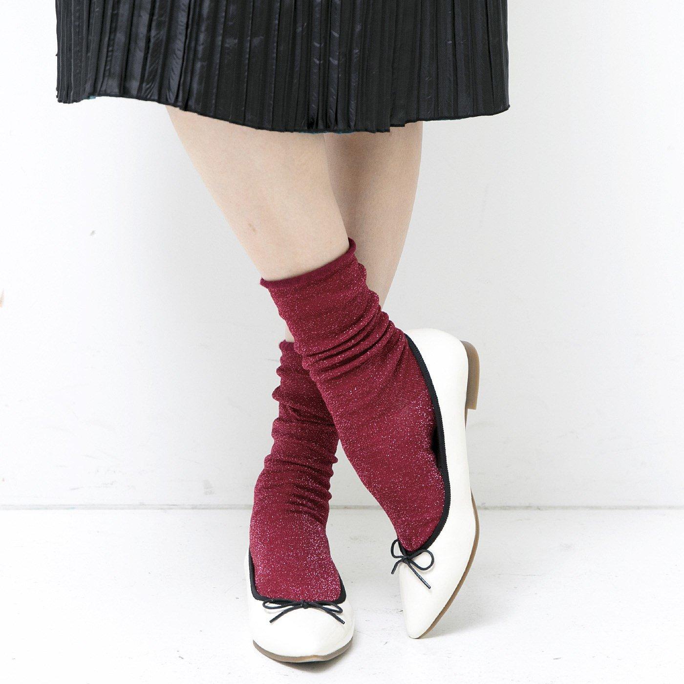 足もとキラリ印象チェンジ! 肌ざわりがやさしい裏地シルク混のラメソックス