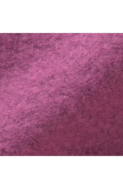 裏側 甘く編んだ裏毛の編み物の表面を引っかき、けば立たせる仕上げをほどこしました。繊維にボリュームが生まれ、甘編みならではのやわらかくふんわりした肌ざわりが特徴です。