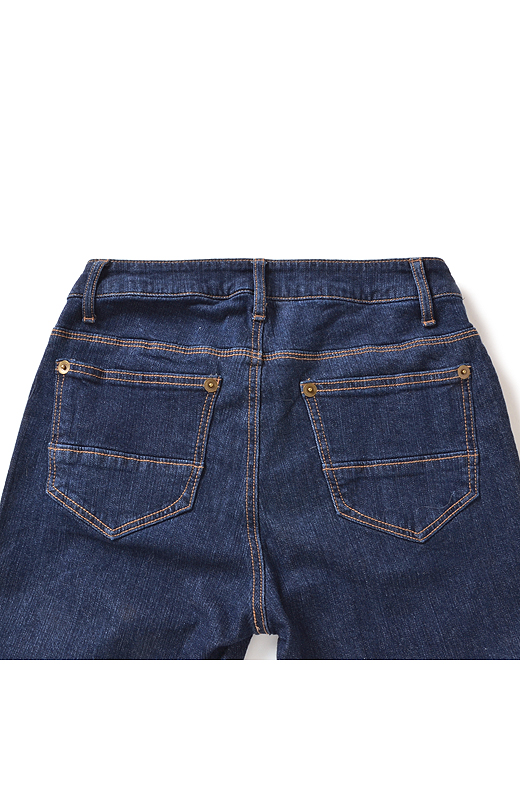 Back 小尻に見えるヨーク遣いや、ポケットデザインにこだわりました。