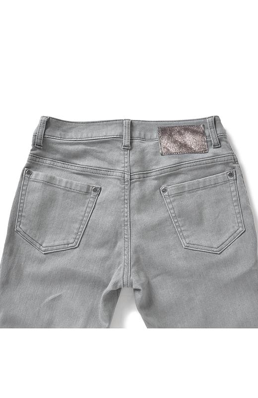 Back ヒップアップして見えるこだわりのポケットデザイン。