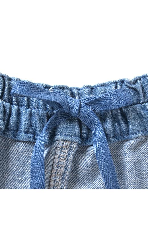ウエストは総ゴム仕様で脱ぎはきらくちん。内ひも付きでサイズ感も調節できるから、ゆるパンツにありがちなズレも解決!