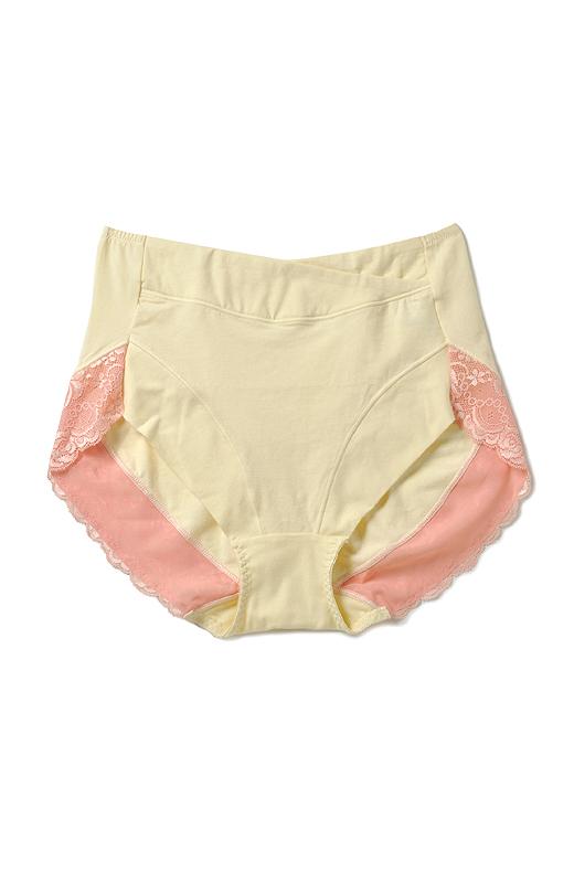 おへそまでしっかり覆う、安心のはき込み丈が人気です。脚口前側は、くい込みにくいノンゴム仕様。