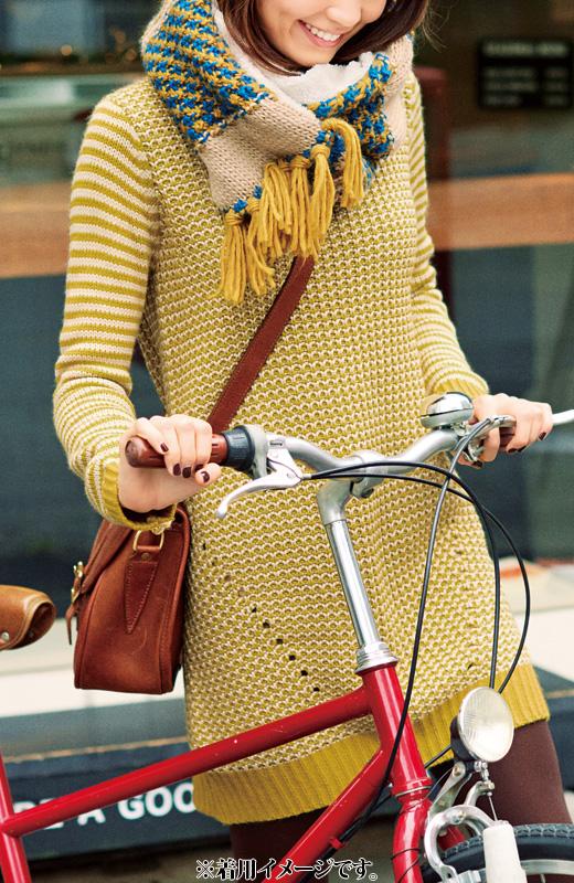 カラフルな柄編みニットに、もこもこのボアが、華やかな印象を盛り上げます。