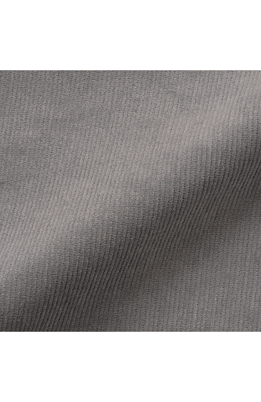 細うねのコーデュロイは、伸縮性のあるポリウレタン混素材。