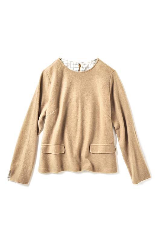 背中上部と袖口の裏側にあしらった知的なマニッシュ柄がポイント。着用中のすべりもよくてノンストレス。