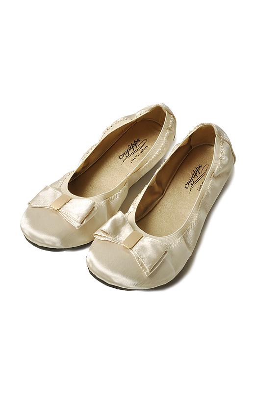 超やわらか屈曲ソールが足裏に寄り添う!履き口の平ゴムが足にピタッとフィット。