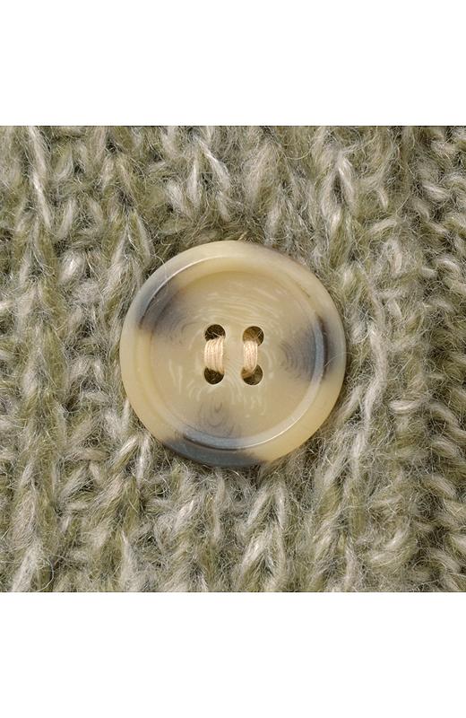 マーブル柄のボタン。