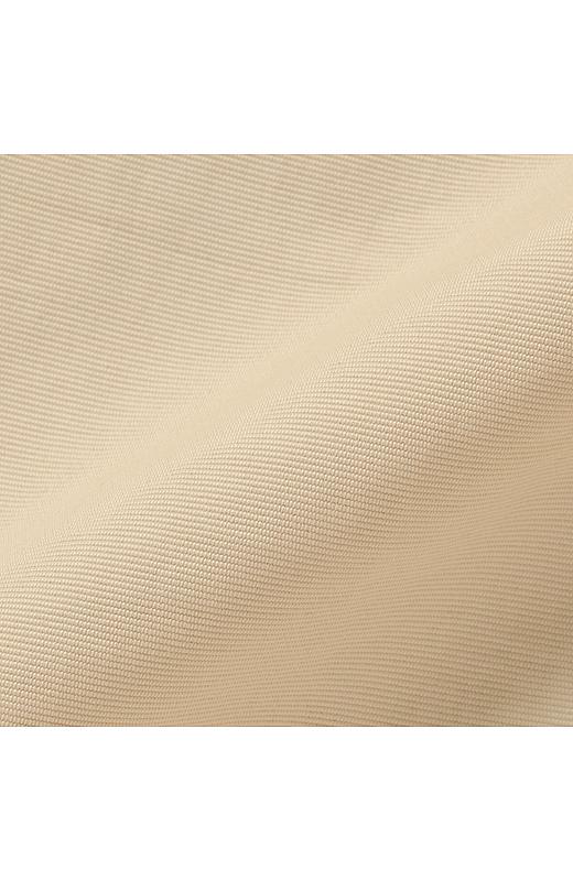 しっかりとしたハリとほどよい光沢感できれいな印象をキープする素材。