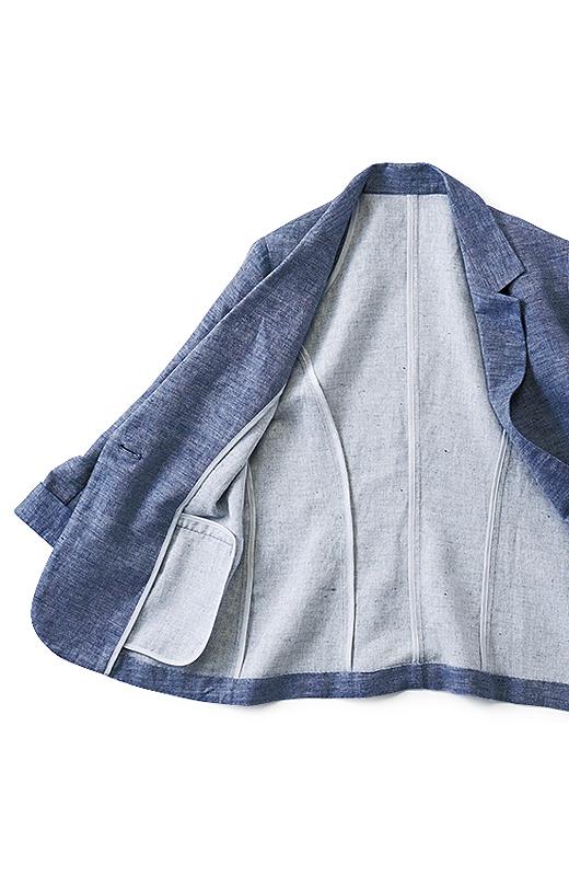 ジャケット裏もパイピングでぬかりなく仕上げた本格仕様。