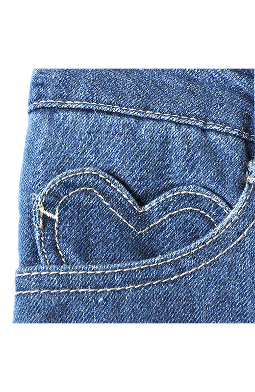 コインポケットはひそかにキュートなハート柄。