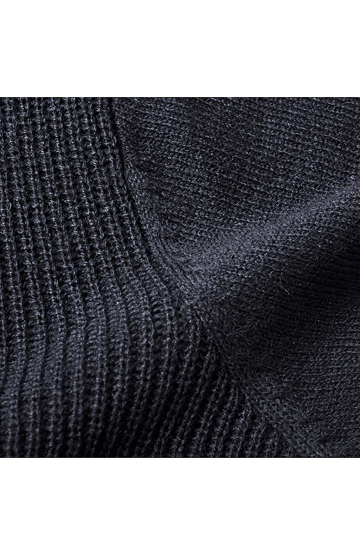 片あぜ編みと天じく編みのコンビでメリハリをつけました。