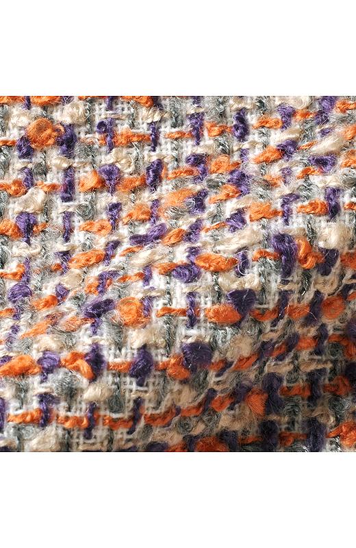 いろいろな種類の糸でざっくり織り上げた華やかな印象のツイード。軽くふんわりした風合いが魅力です。