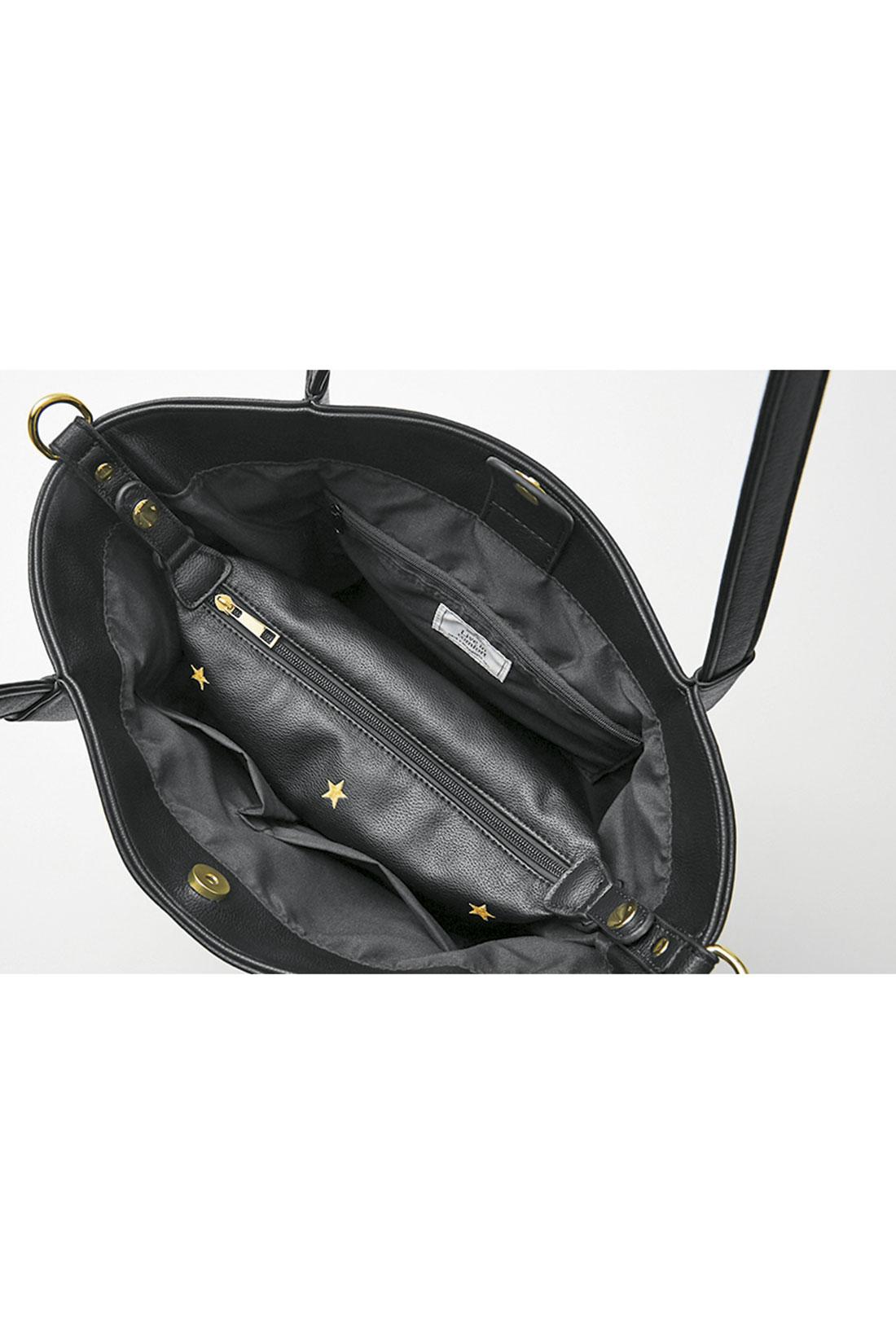 ショルダーを外したちびバッグをトートバッグに付いているスナップで留めてドッキング。中でポーチが泳がず、荷物の出し入れもスムーズ。