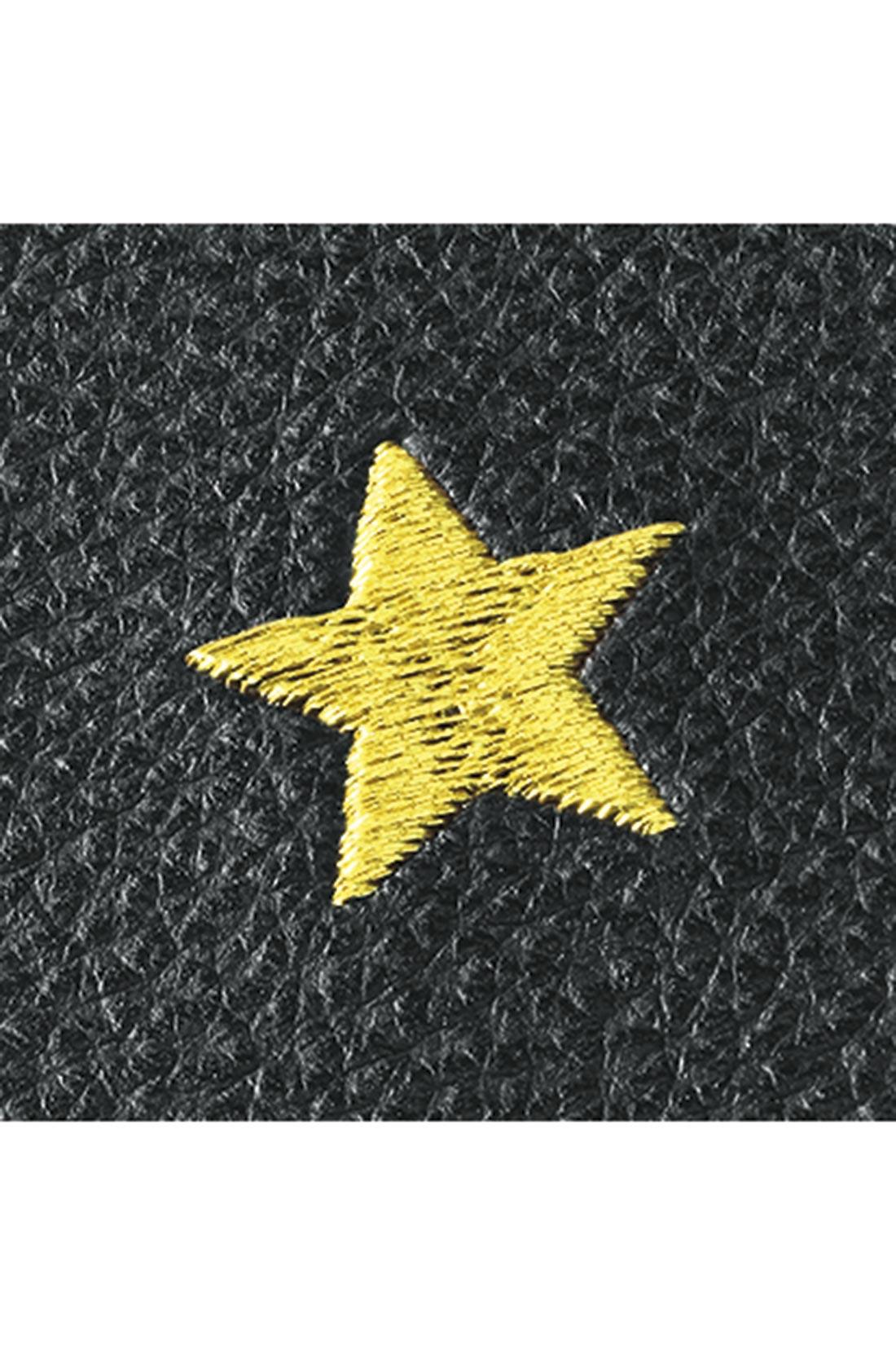 星モチーフは、刺繍仕上げで大人感たっぷり。