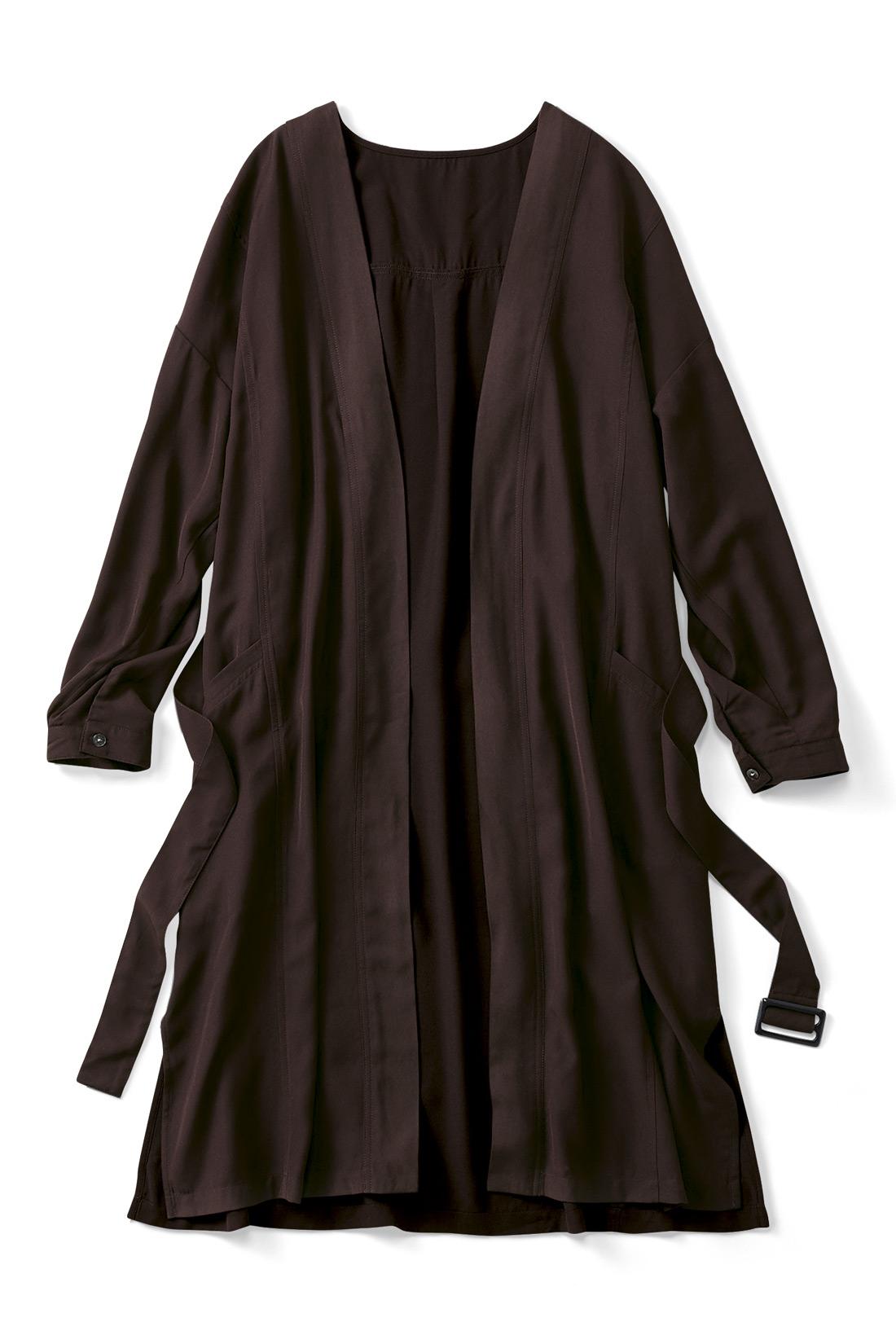 【てろりんカーディガン】ロングカーデも旬のブラウンで今年顔に。てろんとした布はくの落ち感が作る縦ラインが、からだをすっきり見せてくれますよ。