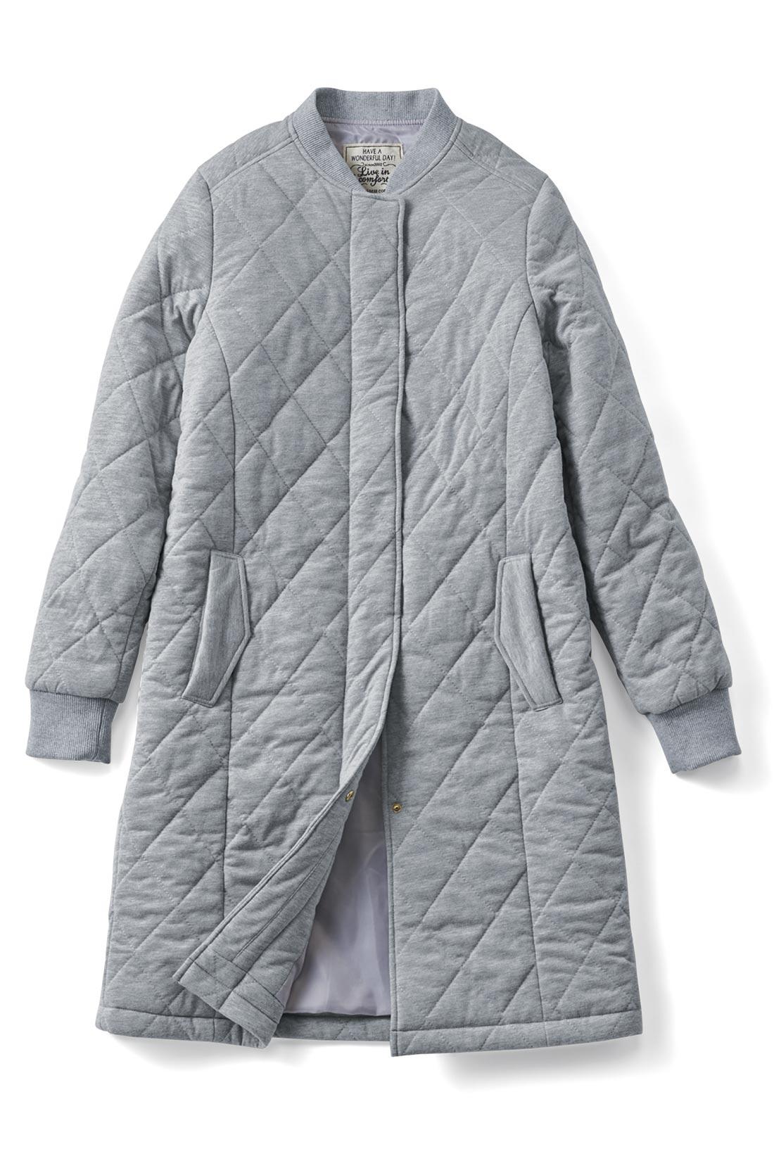 やさしげな印象の【杢グレー】身ごろの縦ラインの切り替えでスッキリ見せがかないます。袖口は伸びやかフィットのリブ仕様。キュッとプッシュアップして、カッコよく着こなせます。