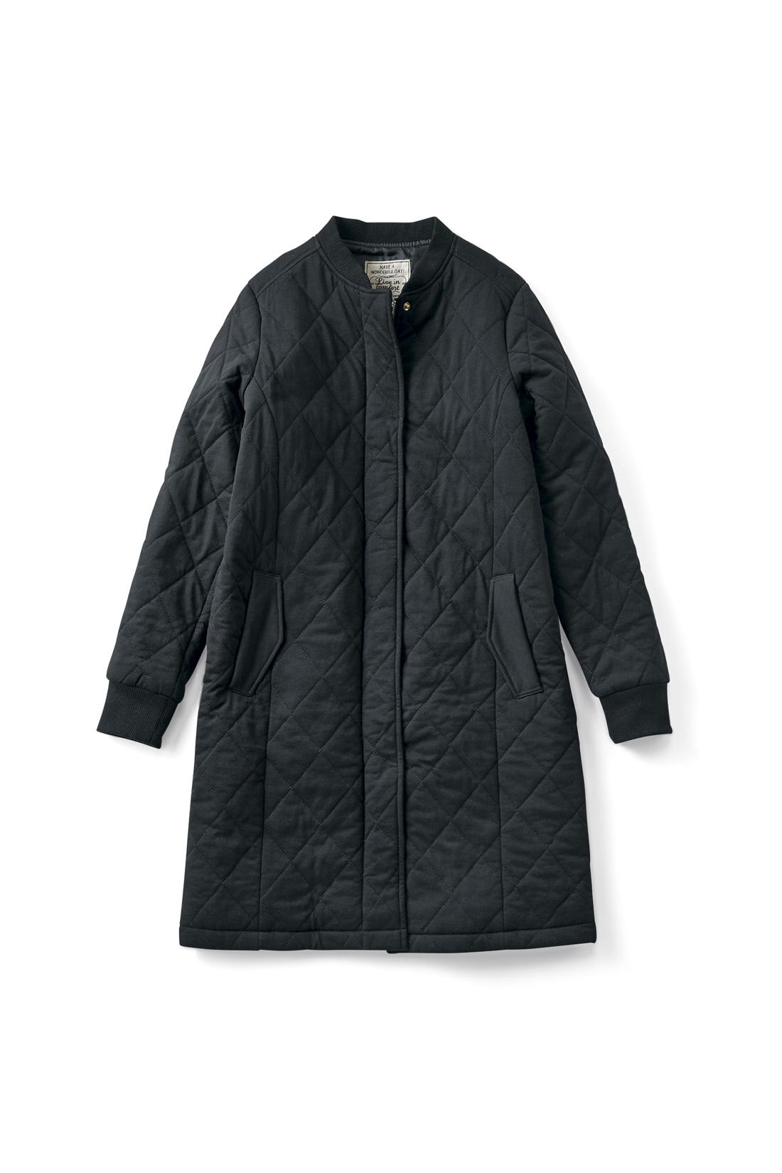 こなれ見えの【ブラック】身ごろの縦ラインの切り替えでスッキリ見せがかないます。袖口は伸びやかフィットのリブ仕様。キュッとプッシュアップして、カッコよく着こなせます。