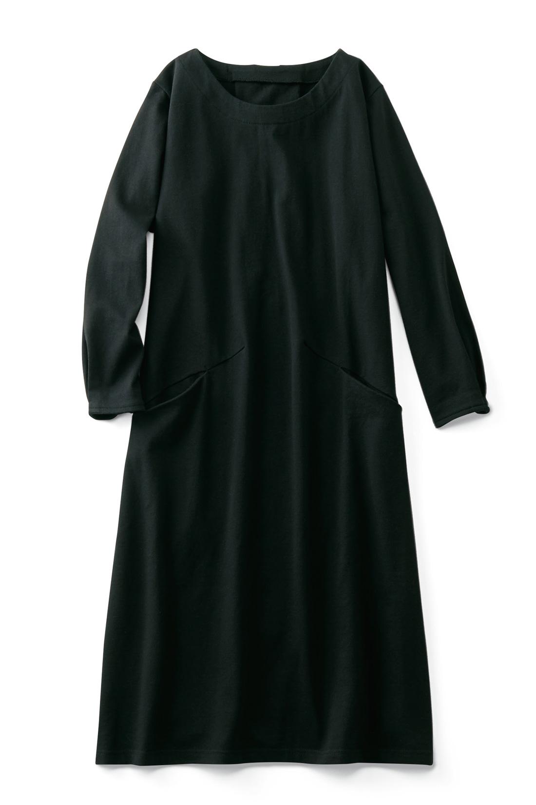 きれいめにもOK【ブラック】袖口のタックで少しポワンとした八分袖が華奢見せをかなえます。斜めにシュッとポケットをあしらって、メリハリ細見え効果をアップ。