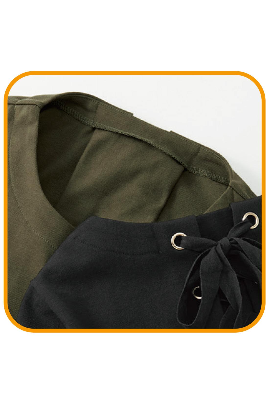 レースアップディテールの下にあて布をして、肌見え防止。はと目が肌に当たらず快適に着られます。秋いちばんはさらりと一枚で、どうぞ。