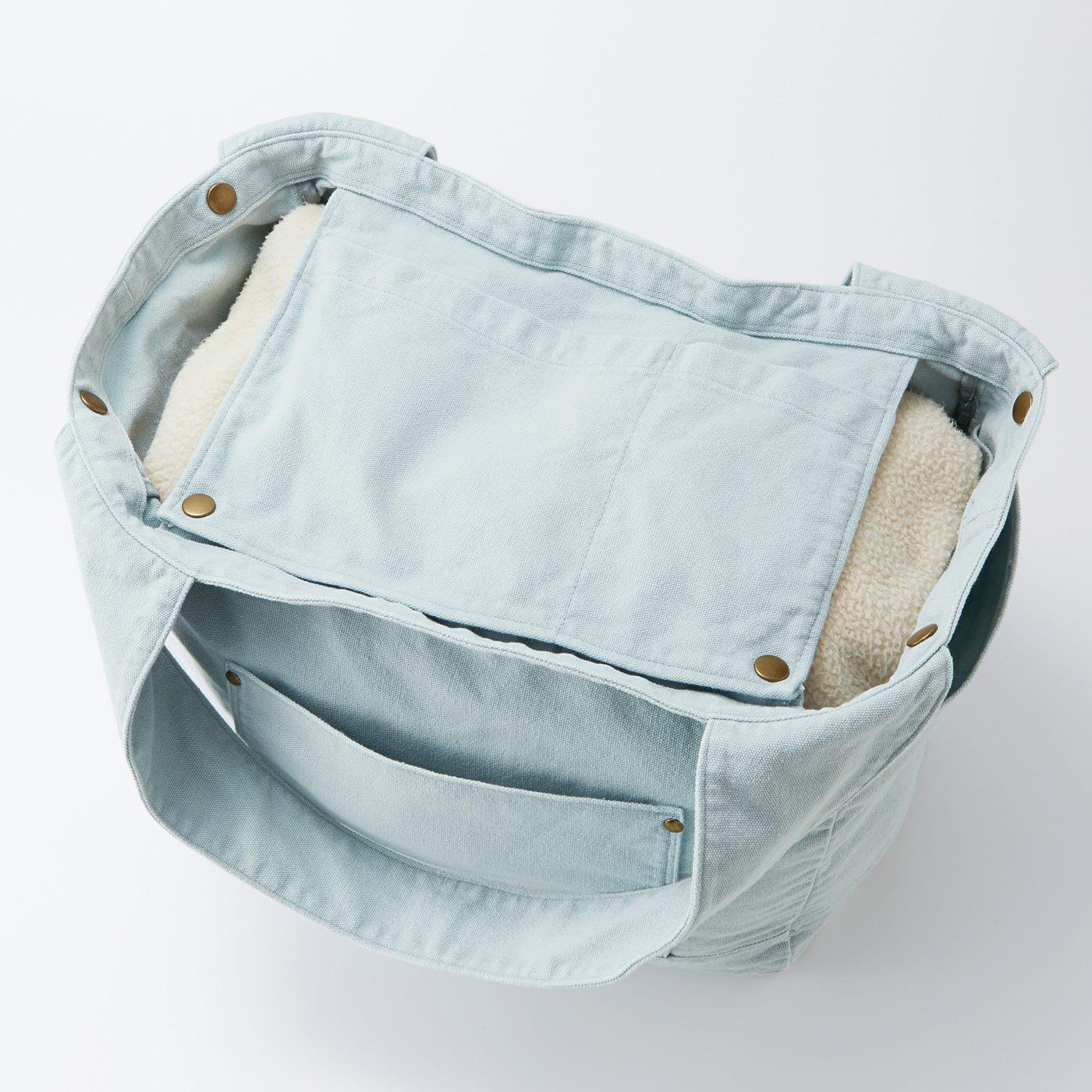 目隠しにもなる内側のつりポケット。