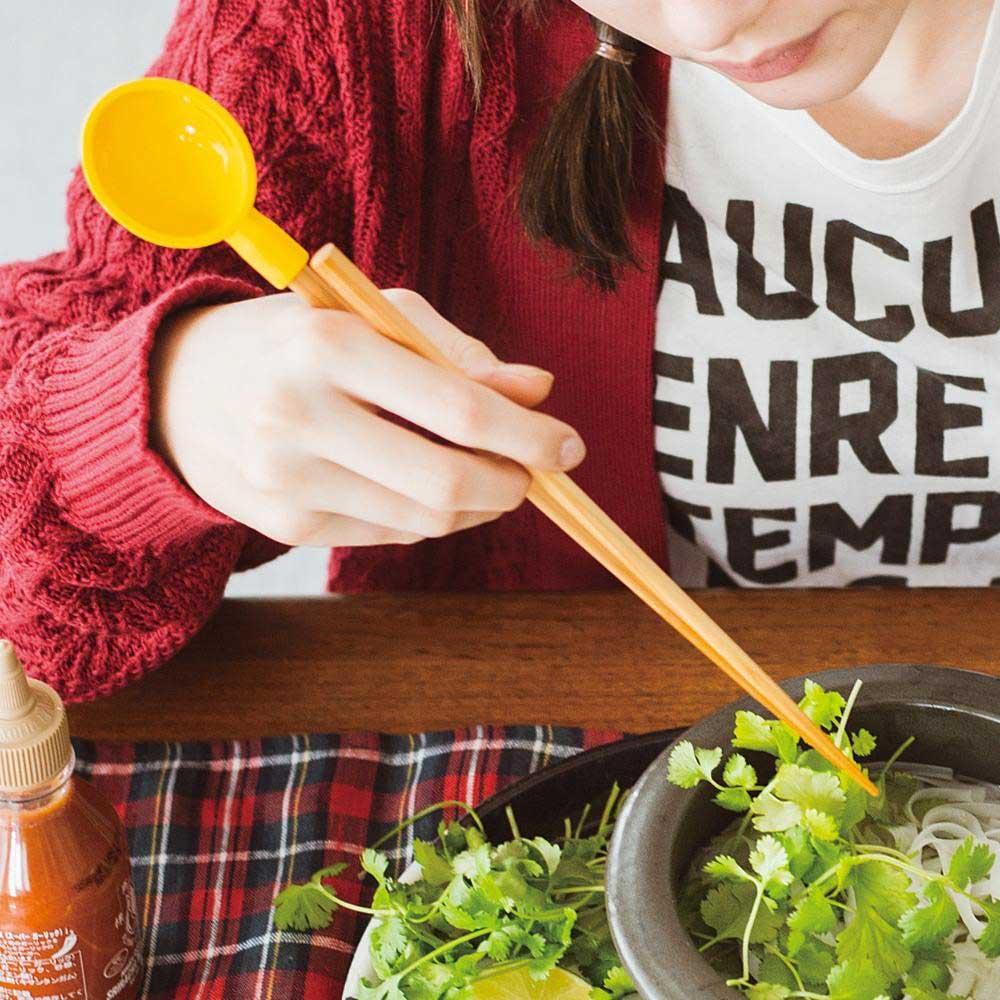 食事のはしに取り付ければ、スプーンやレンゲ代わりにも。