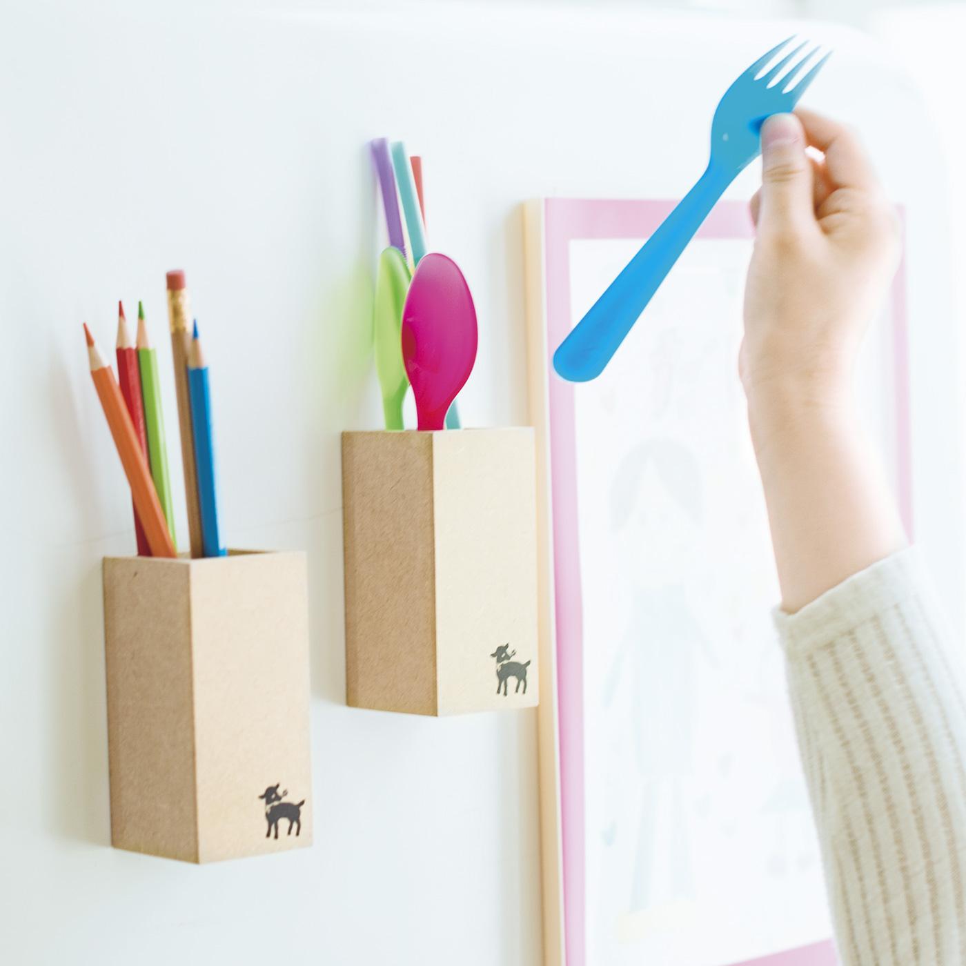 ボールペン用、色鉛筆用など使い分けたり、プラスチックのスプーンやストローの収納にも。