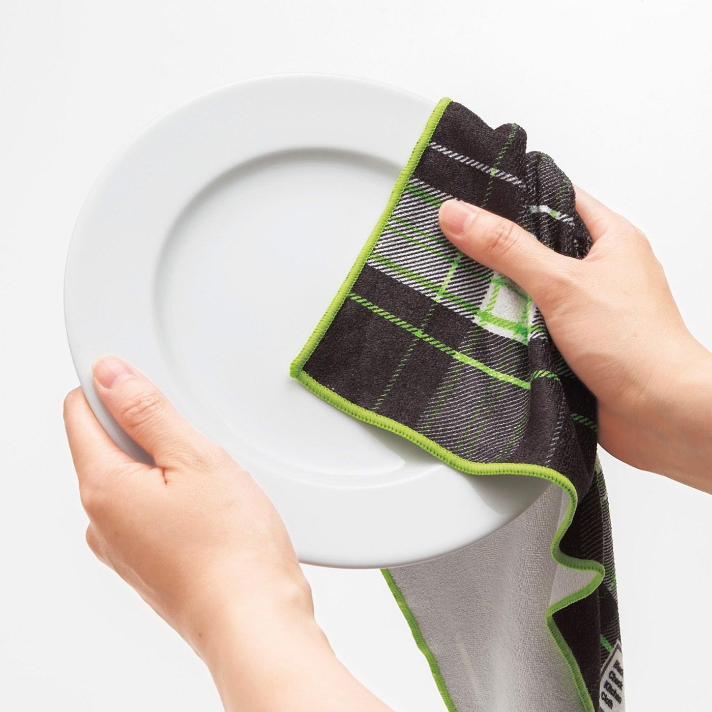 お皿もふきやすい大きめサイズ。