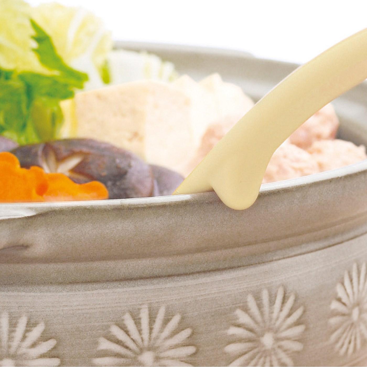 お鍋のへりに引っ掛かる突起付き。鍋料理の取り分けに。