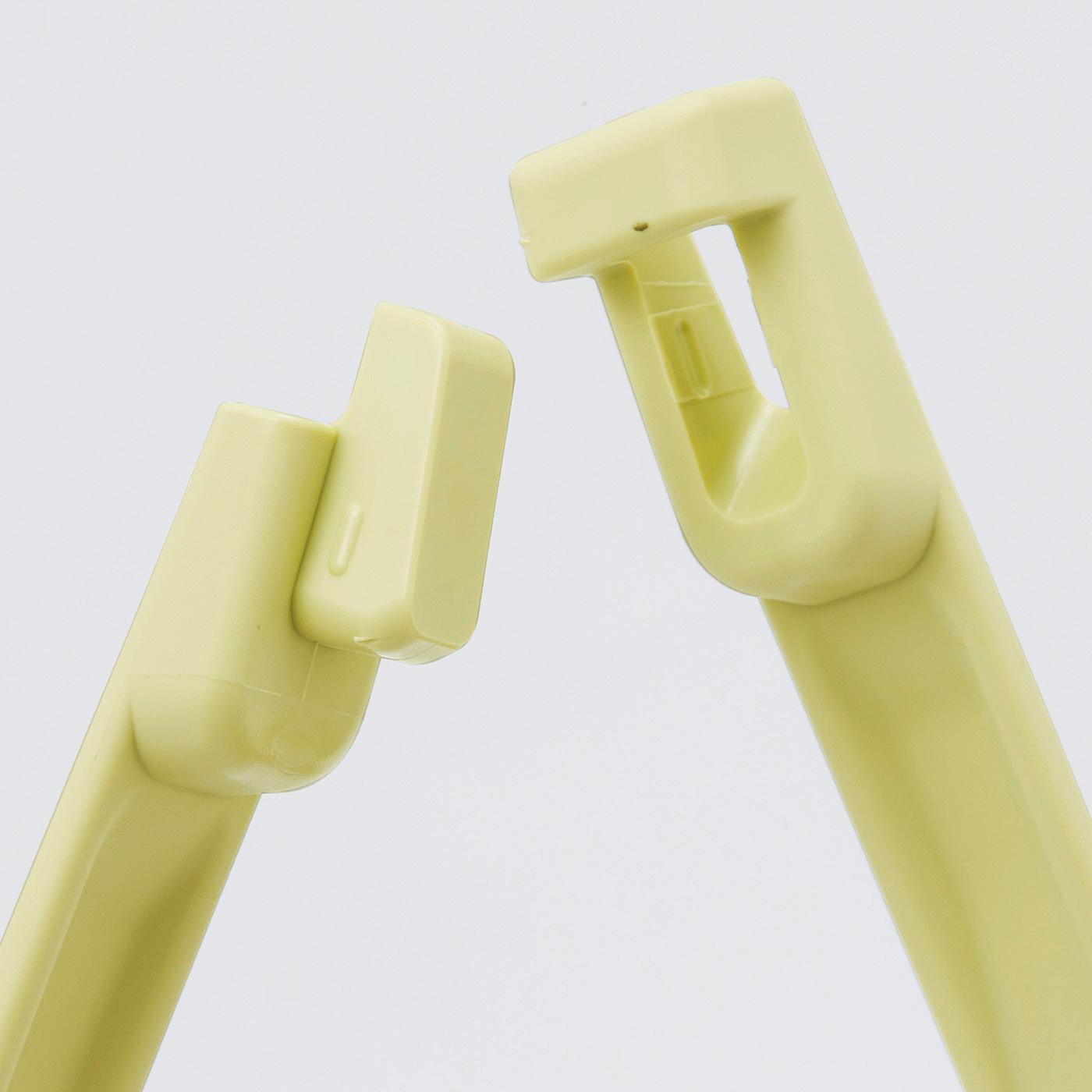 トングの接続部分ははめ込み式。調理中や洗うときにサッと分解できます。