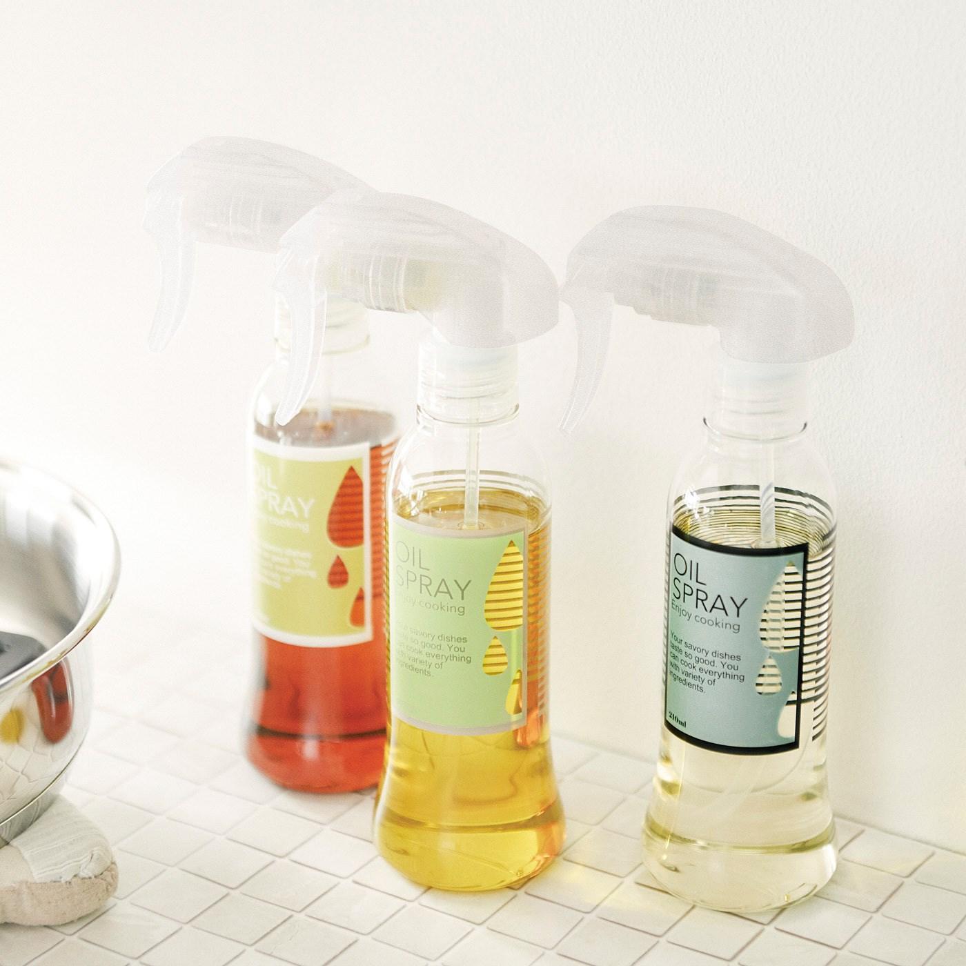 サラダ油やオリーブオイル、ごま油など3種類の油を並べておくととても便利です。