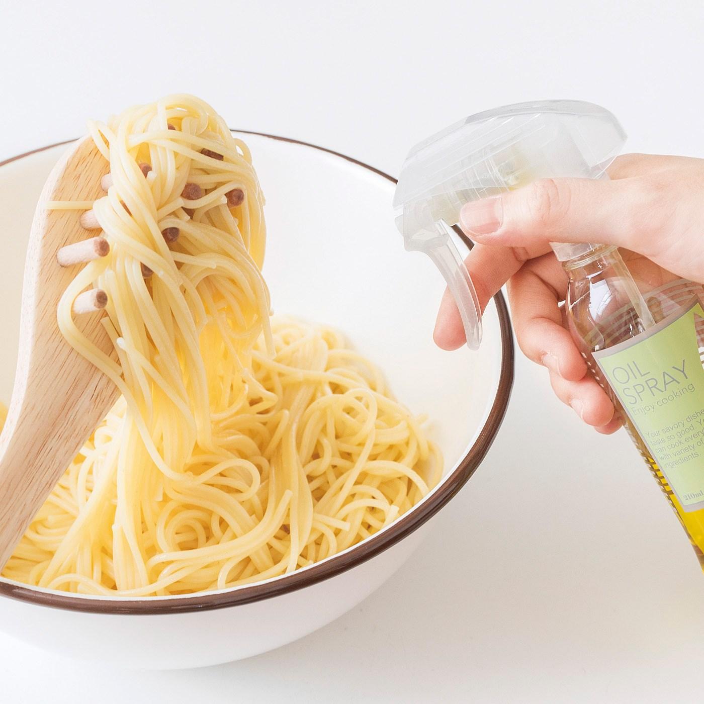 パスタにオリーブオイルを絡めるのにも便利。