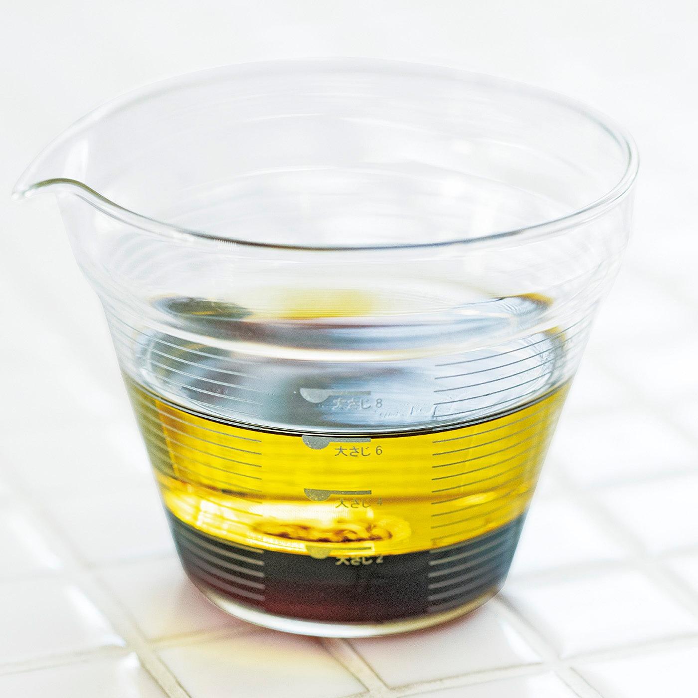 複数の調味料を注ぎ足して量れるから、料理の手際もよくなって洗い物も減らせます。
