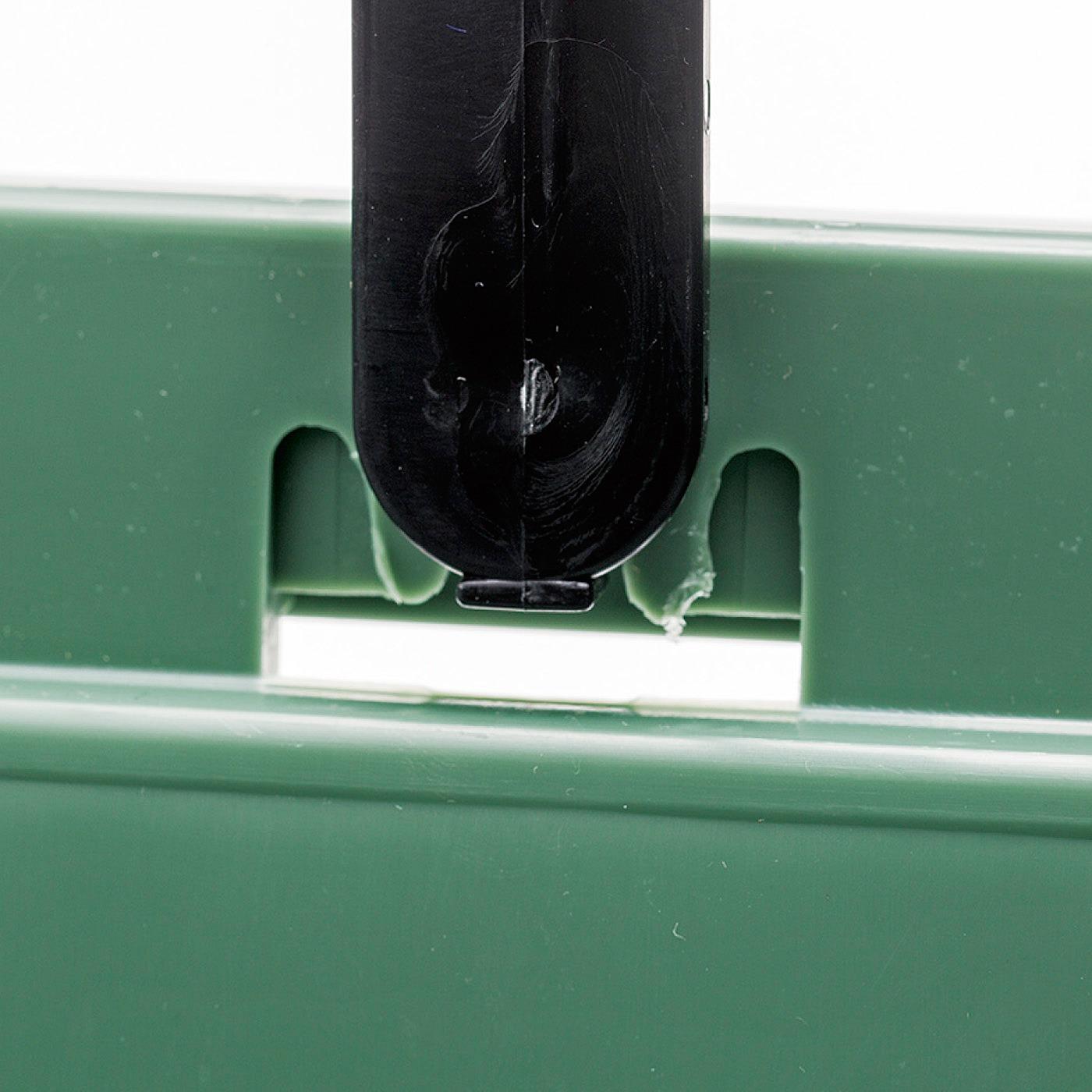 ハンドルを立てて上に引き上げると、その状態をキープ。倒れないから使いやすい。
