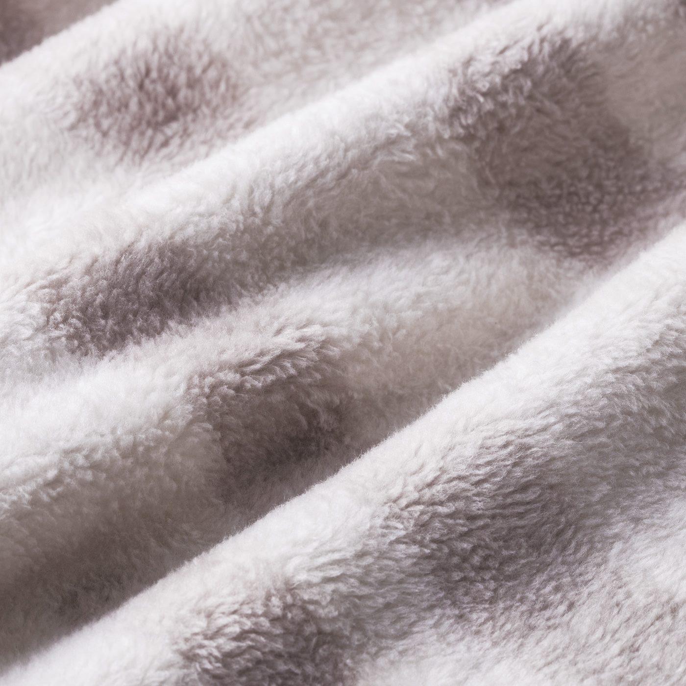 ふわふわ気持ちのいい起毛素材で、猫の毛並みを表現。