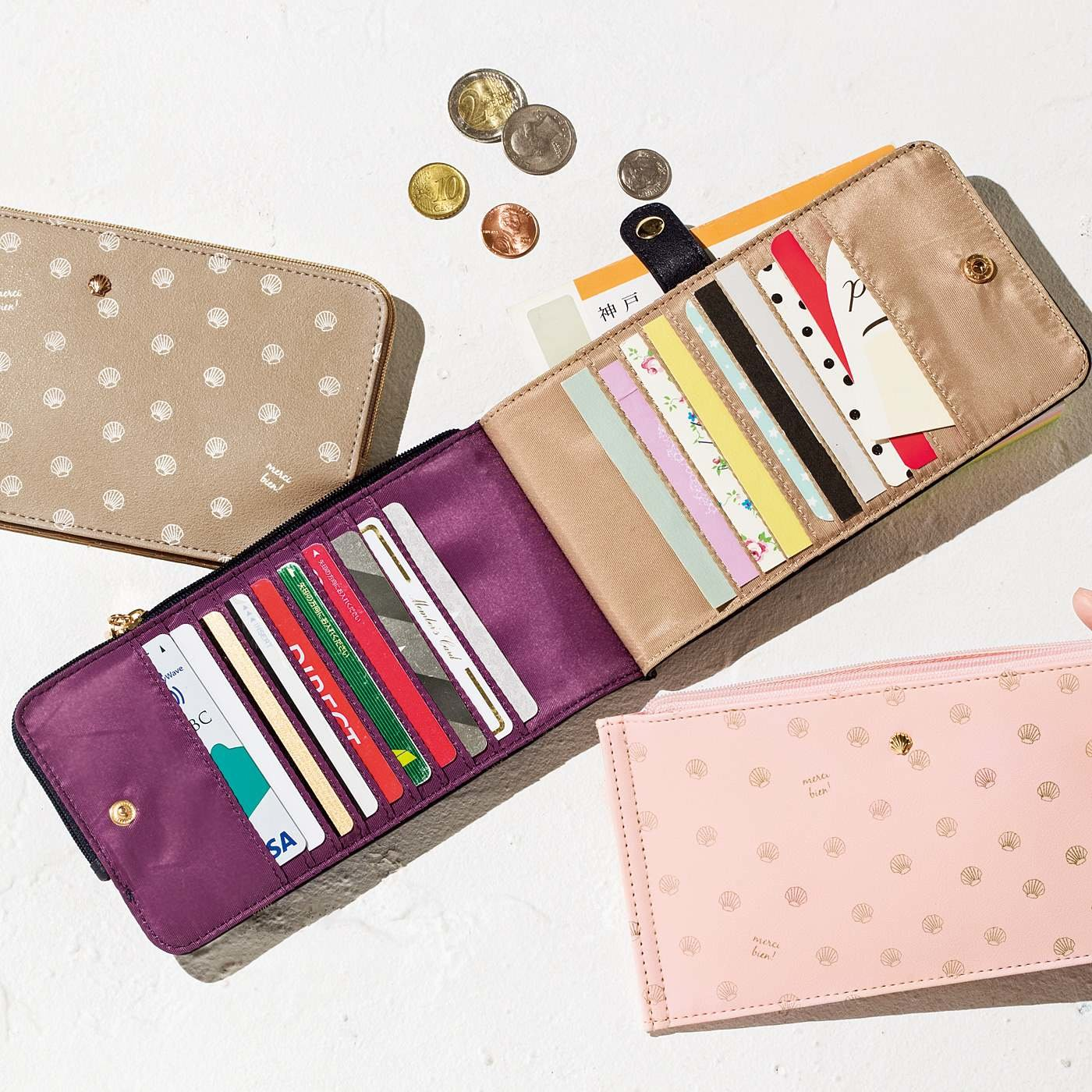 シェルモチーフで気分も運気も上向きに! 20枚が見渡せる極薄カード財布の会