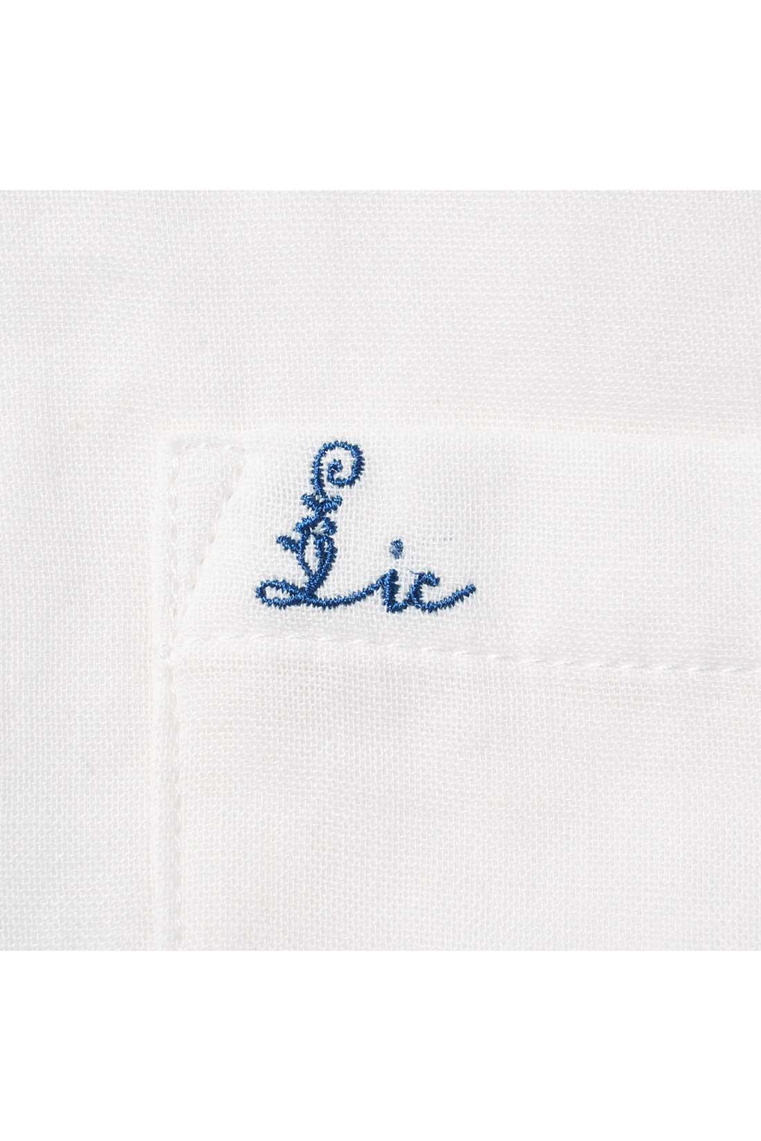 胸ポケットに小さな刺しゅうを入れてかわいいポイントに。