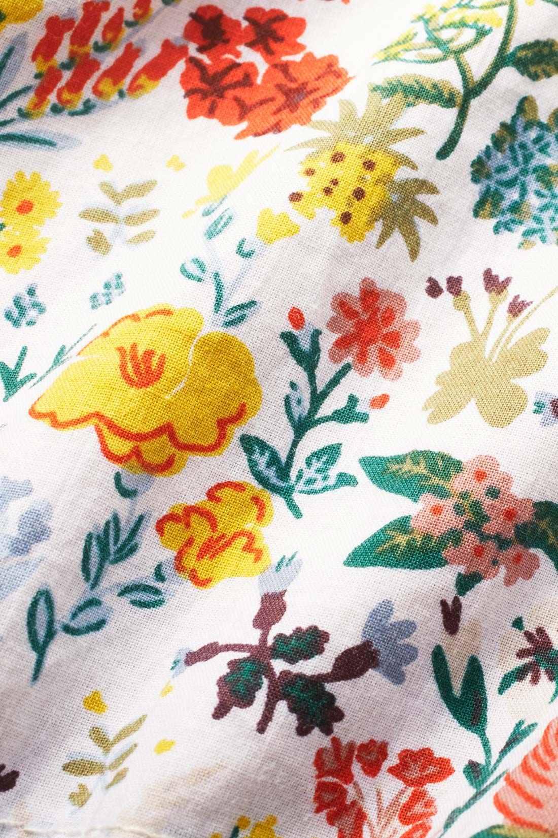 背裏と袖口裏は脱いだ時もテンションが上がるかわいい花柄。
