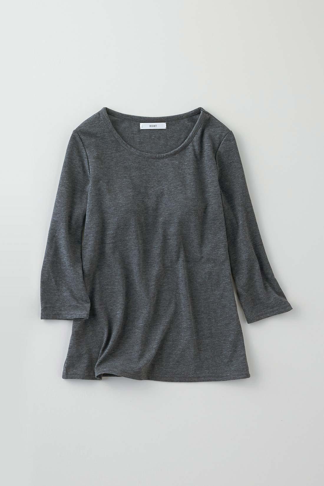 <一枚で着ても大丈夫♪>ほどよく肉厚な生地を用い、七分袖のこなれた雰囲気でデザインしているので着映え感あり。ちょっとしたワンマイルのお出かけにも♪