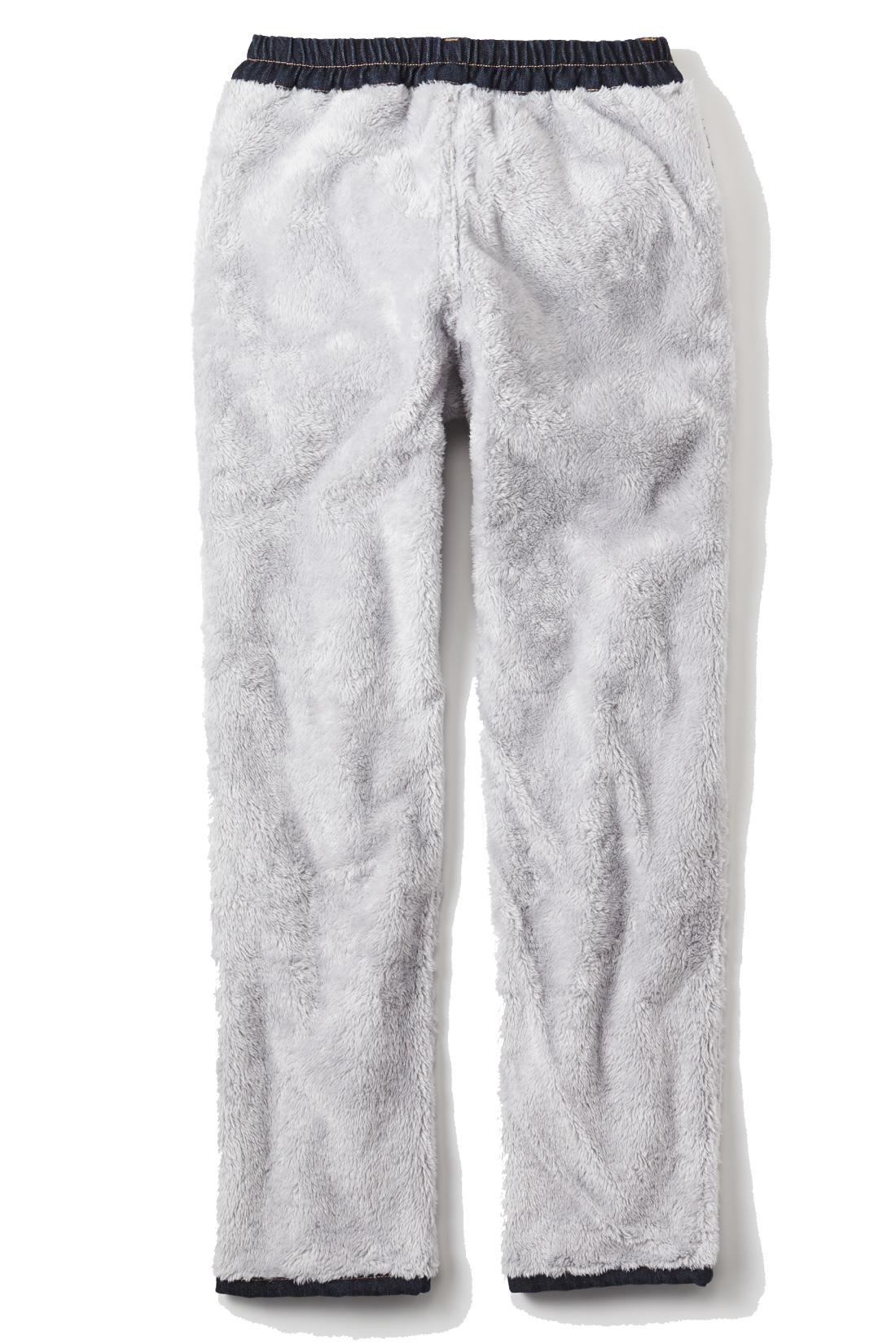 毛布に包まれているみたいな、みっしり全面ボアが暖かさの秘密。