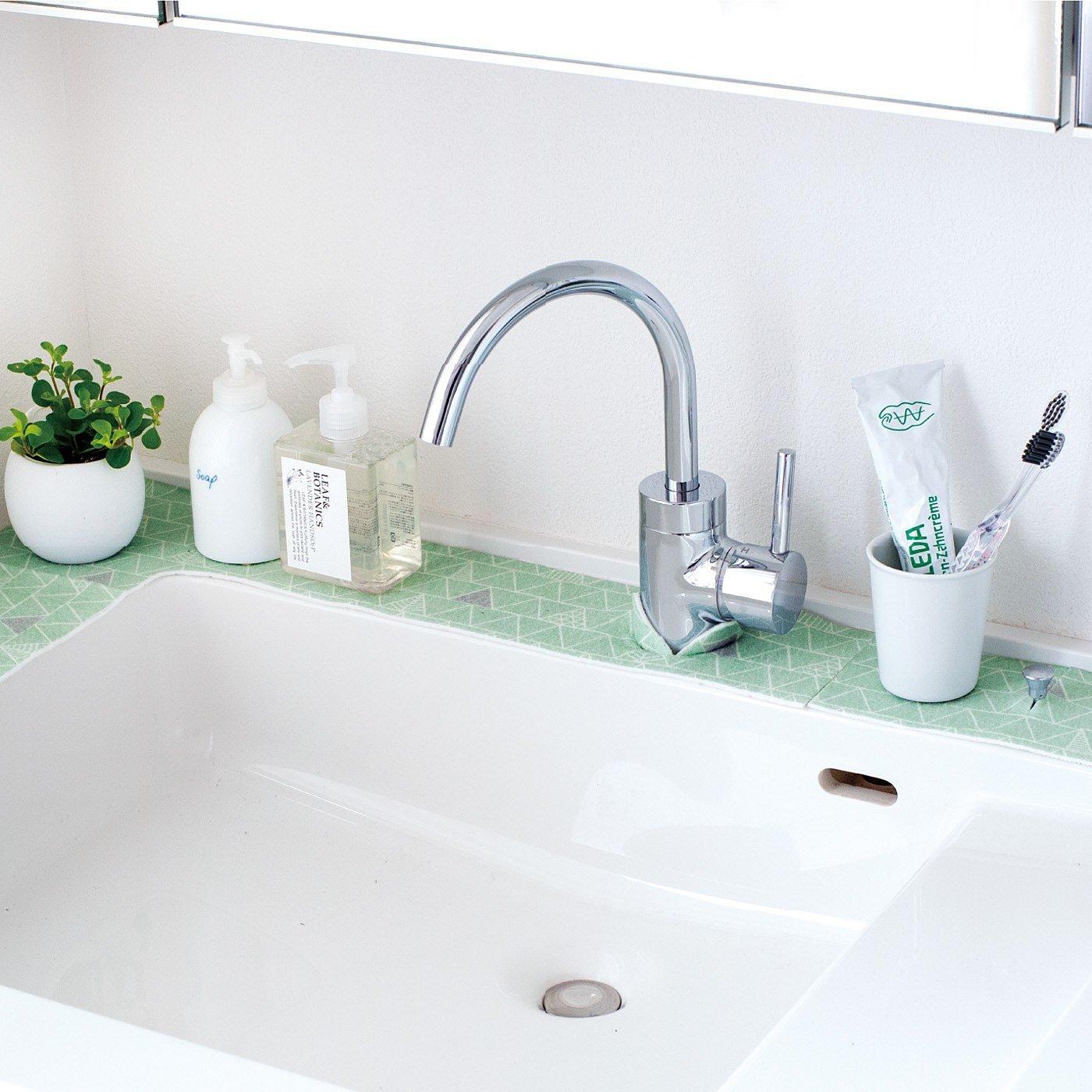 敷くだけで水はねお掃除の頻度を減らせる 洗面吸水シートの会