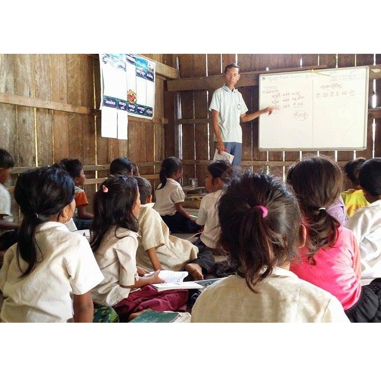 (C)エファジャパン カンボジア王国プレアビヒア県寺子屋の様子