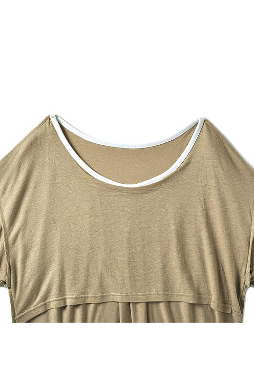 胸もとはニ枚仕立てでバストが透けにくいデザイン。