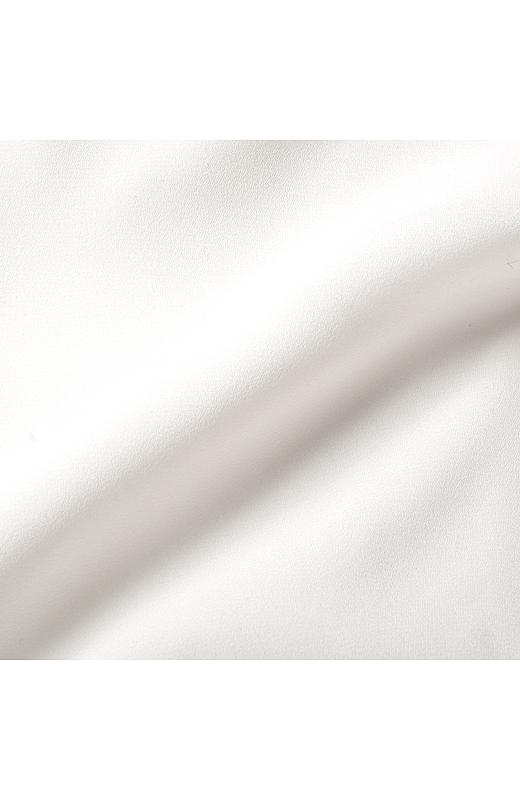 ジョーゼットの透け感を生かしつつ、透け感が気になる身ごろ部分は二重仕立てに。