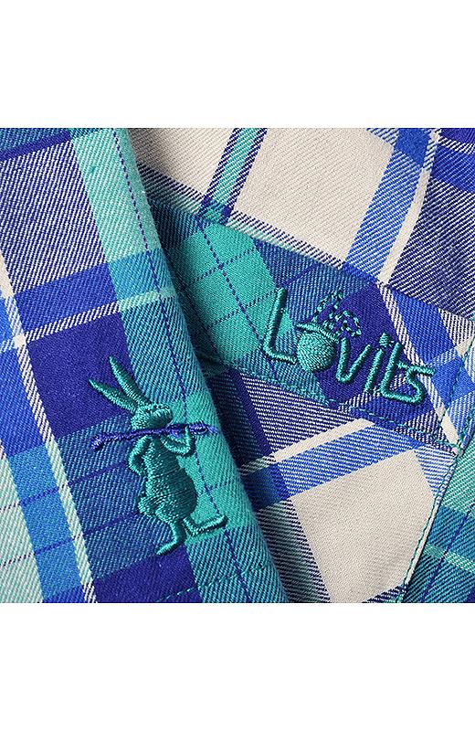 フロントにはブランドシンボルのロビッツ君、バックポケットには「Lovits」のロゴ刺しゅう入り。