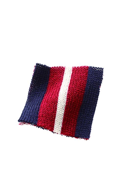しっかりと編み上げた厚地のダブルジャカード。
