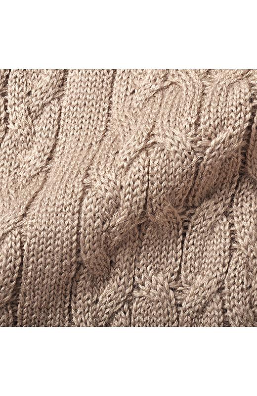 雰囲気のあるケーブル編み。