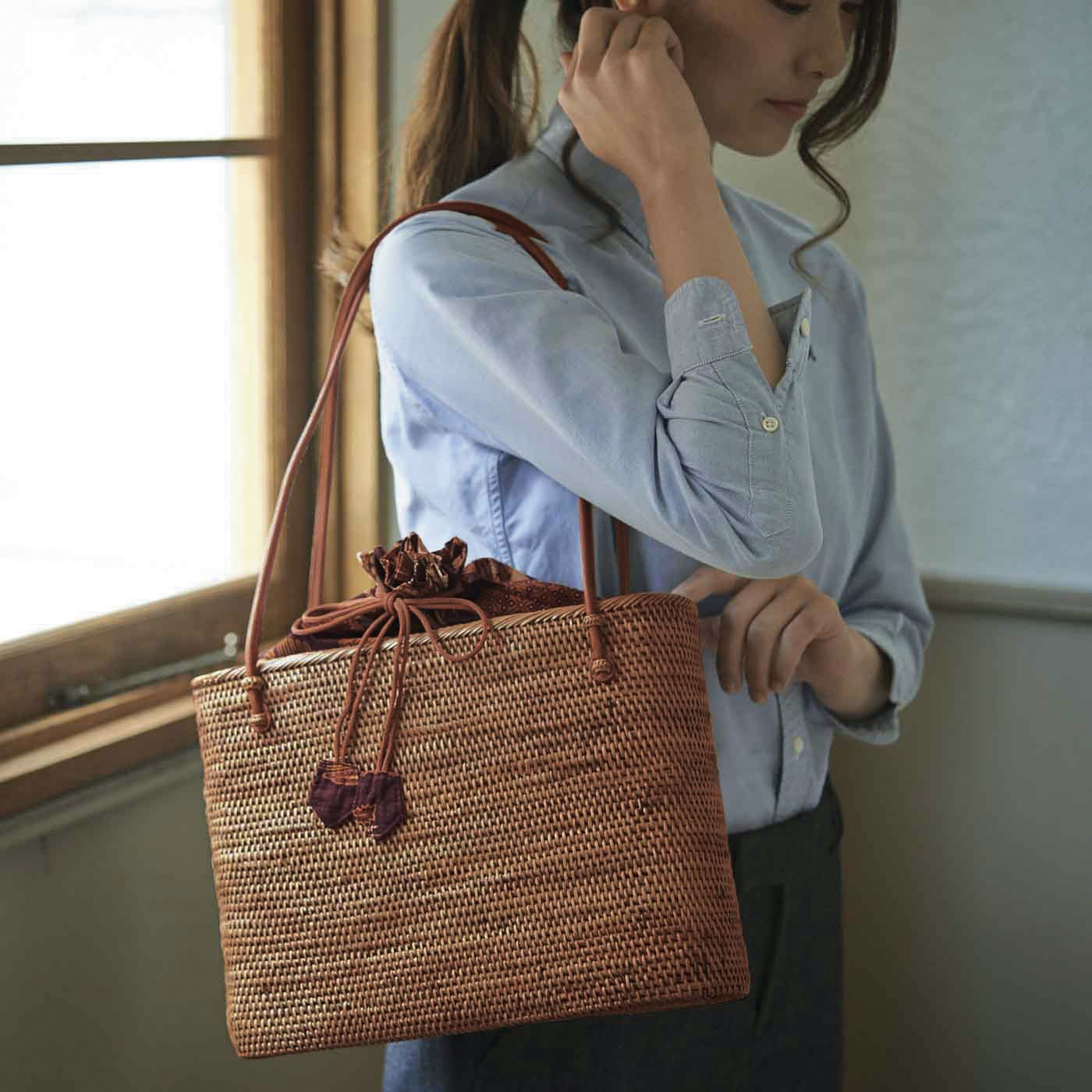 ずっと愛用したくなる バリ島の手編みアタバッグ<トートタイプ>